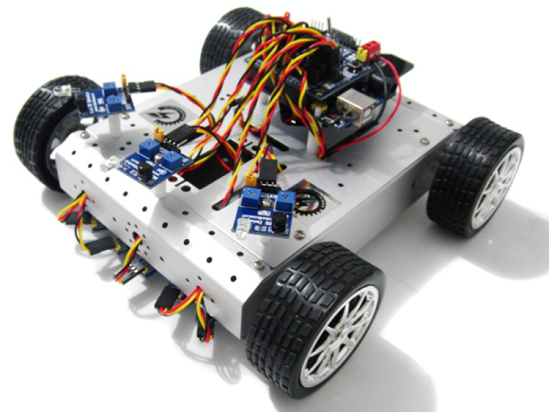 4WD Mobile Robot with Tracking and Avoidance System